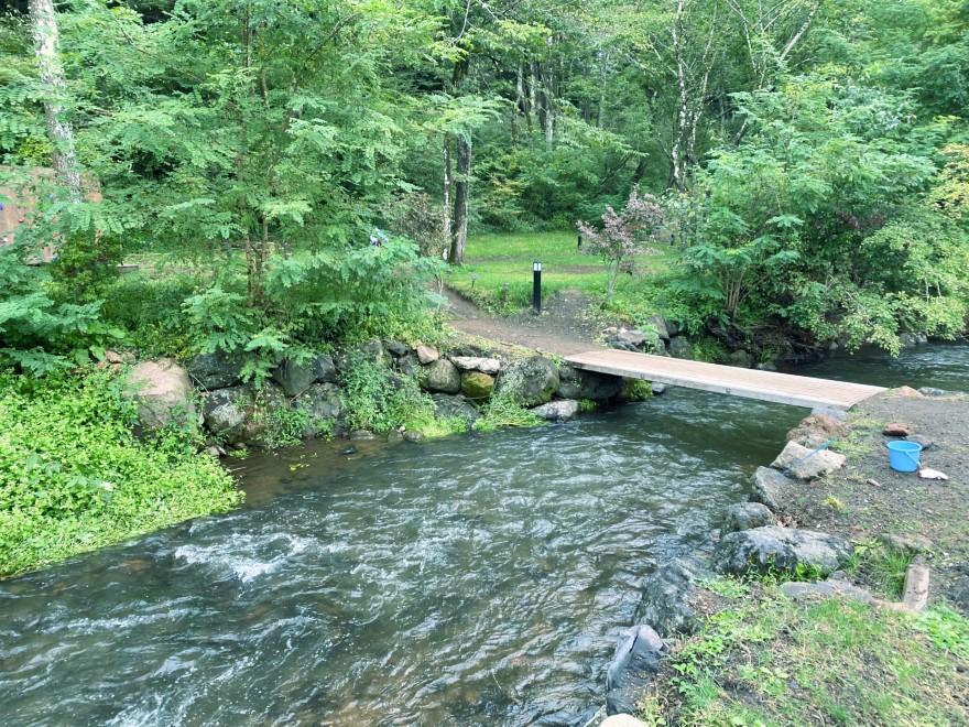 軽井沢キャンプゴールドの川