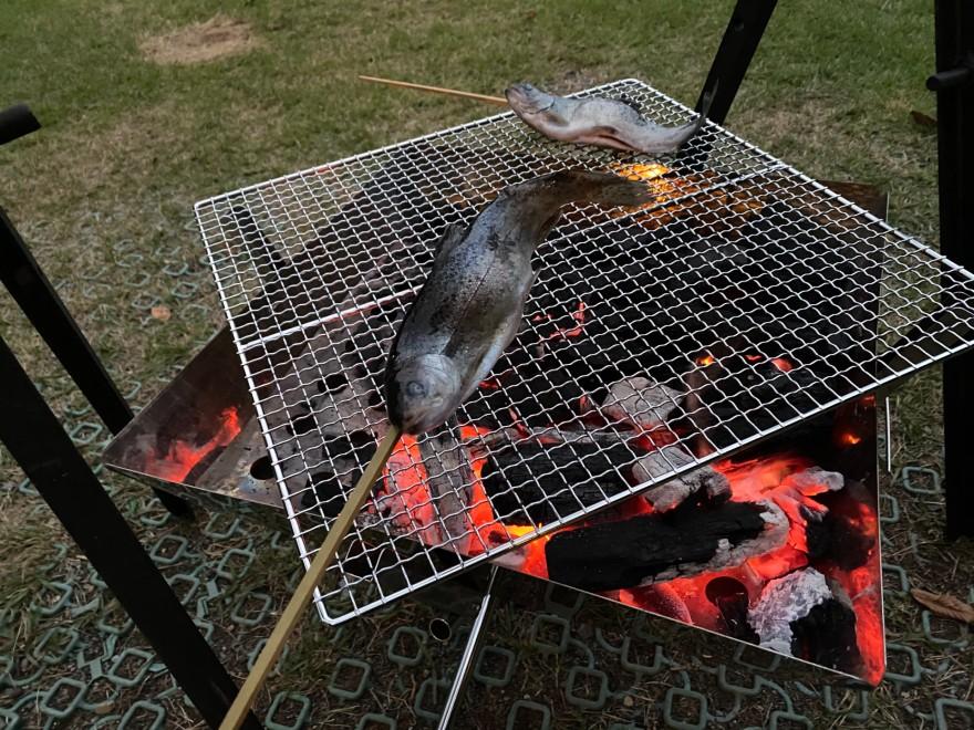 ウエストリバーオートキャンプ場のニジマス焼き