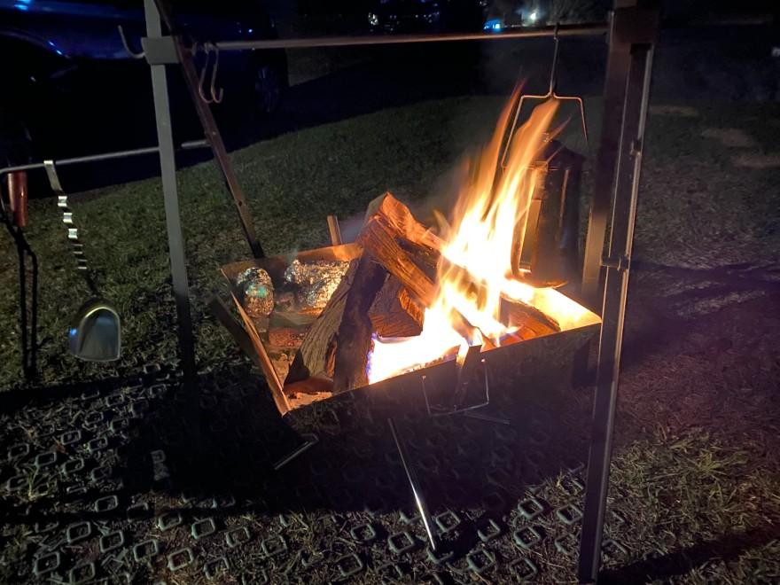 ウエストリバーオートキャンプ場の焚き火の様子