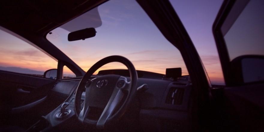 車のドアの開け閉め
